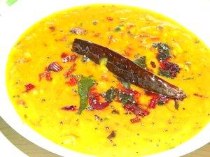caril de lentilhas e espinafre vermelho